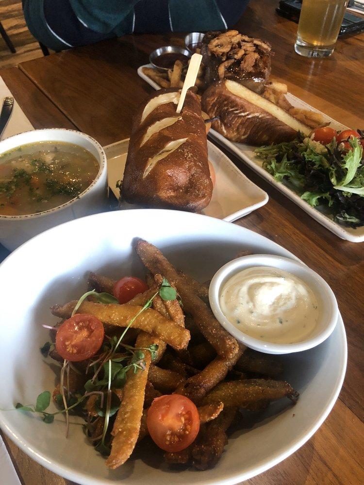 The 5 Kings Restaurant & Picaroons Brewhouse: 5 King Street, Saint Stephen, NB