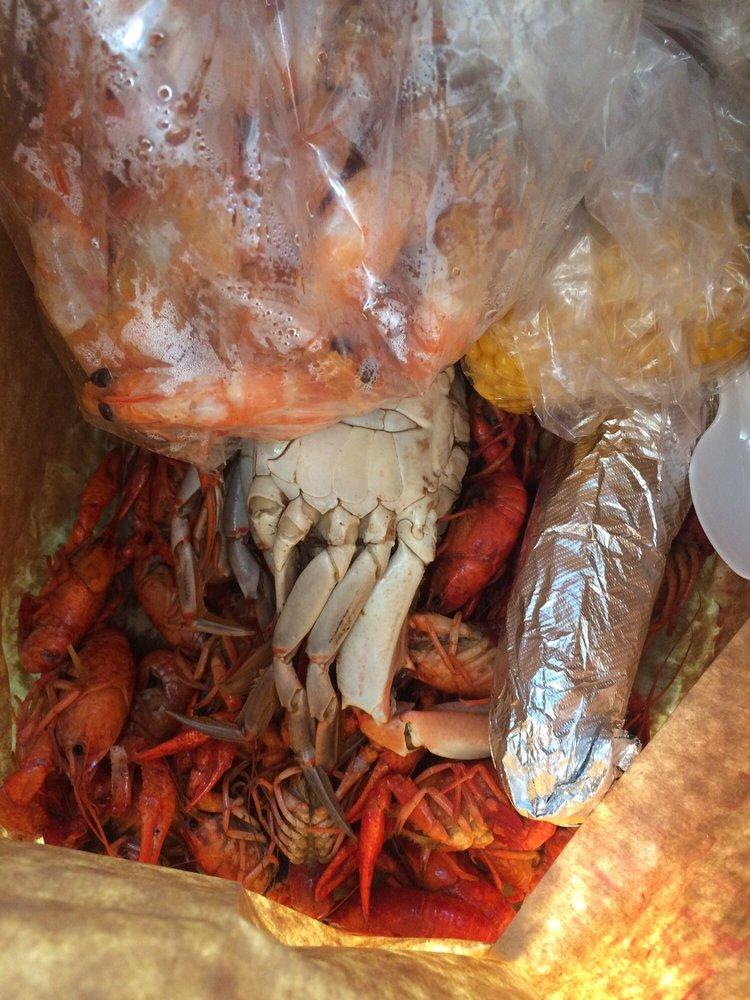 Chenier's Seafood & Market: 22114 Hwy 20, Vacherie, LA