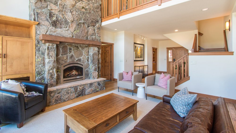The Wolf Den: 5430 County Rd 10, Twin Lakes, CO