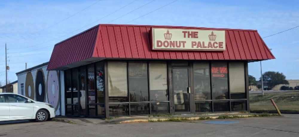 Donut Palace: 110 Austiana Hills Dr, Navasota, TX
