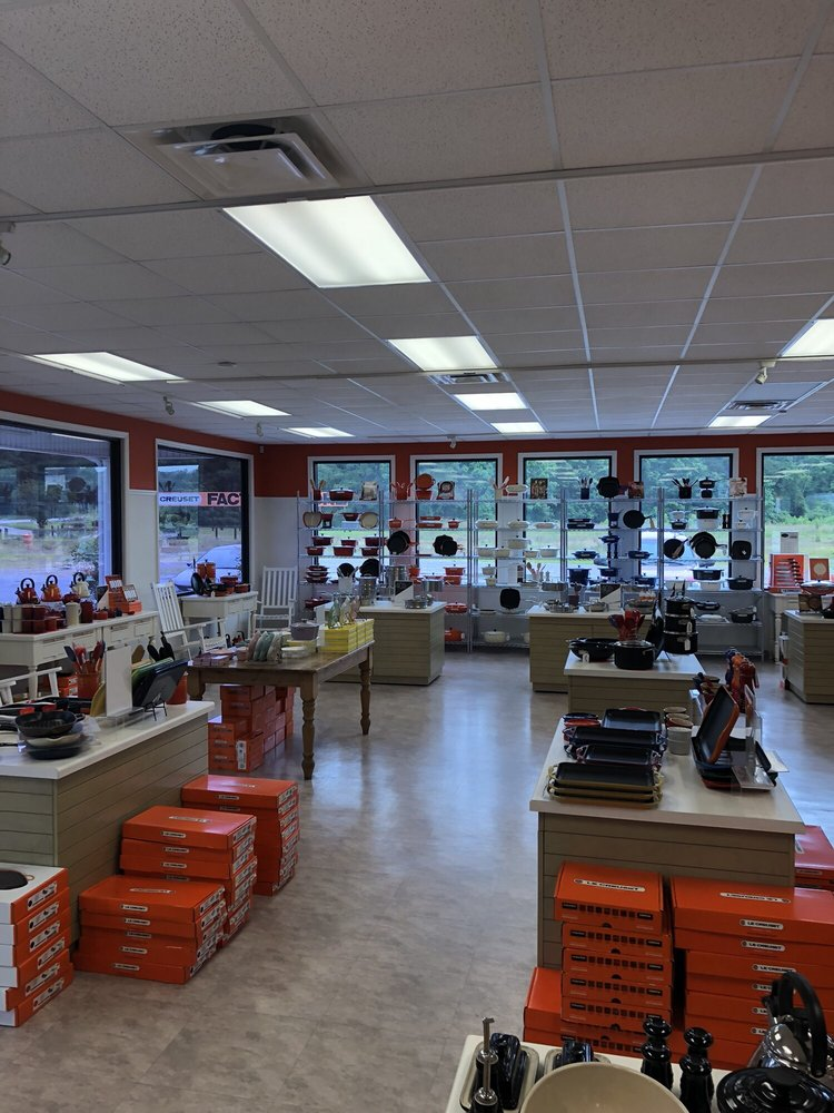 Le Creuset Outlet Store: 18 Lane St, Yemassee, SC
