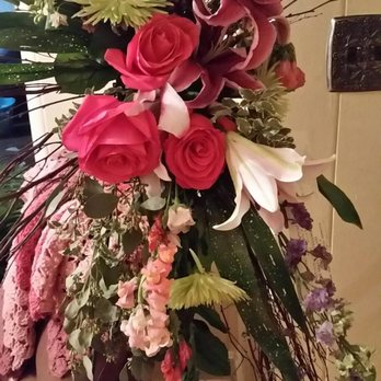 Photo of Piano's Flowers & Gifts - Memphis, TN, United States. Floral Spray