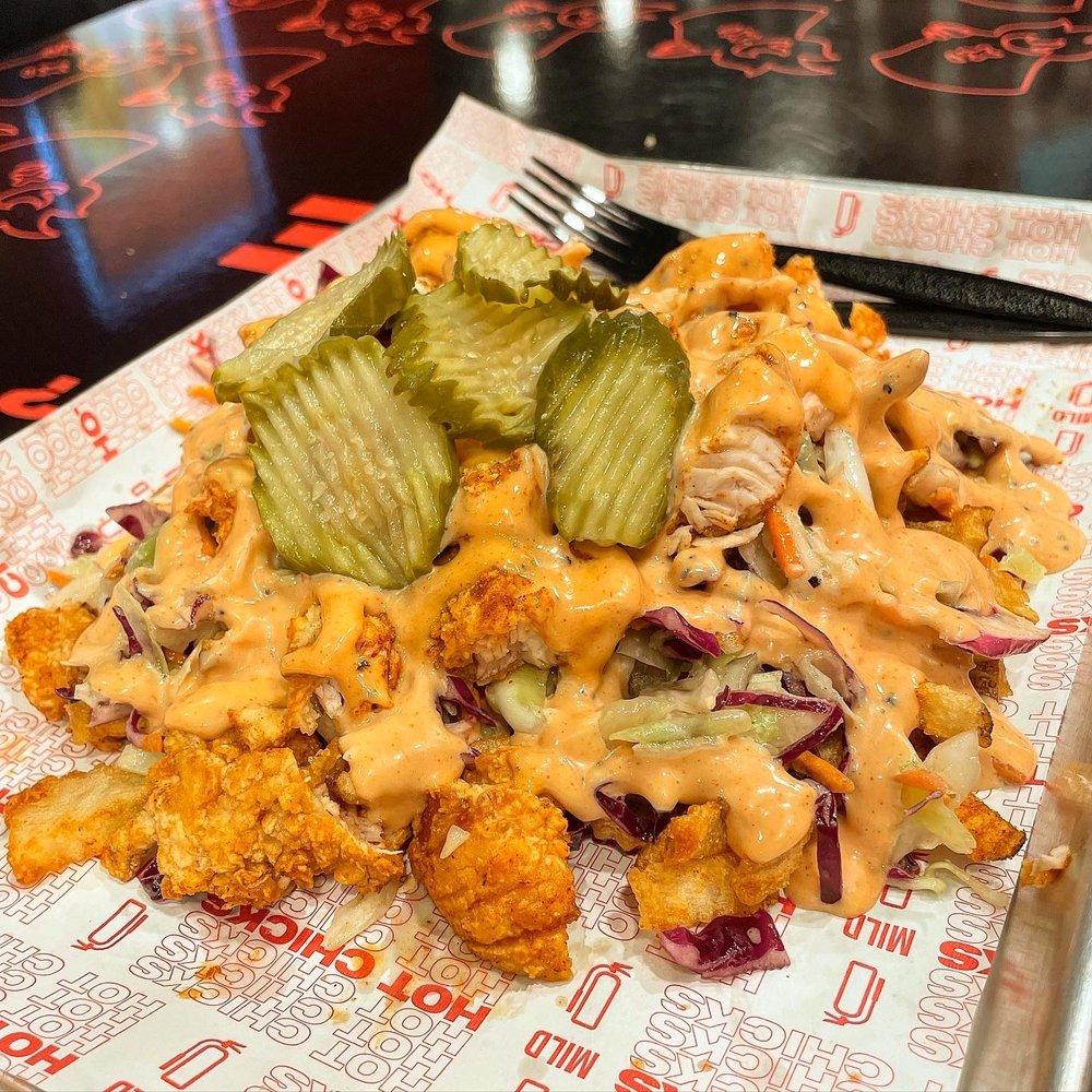 Hot Chicks Nashville Hot Chicken: 337 Shops Blvd, Willow Park, TX