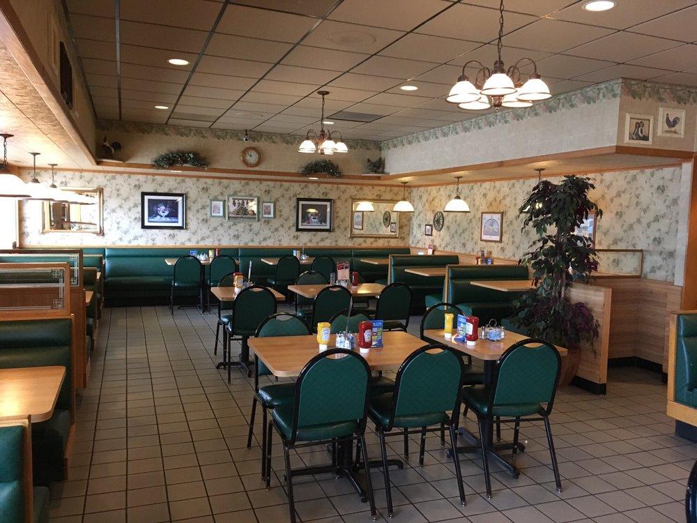 Hilltop Restaurant: 28518 E State Hwy 55, Paynesville, MN