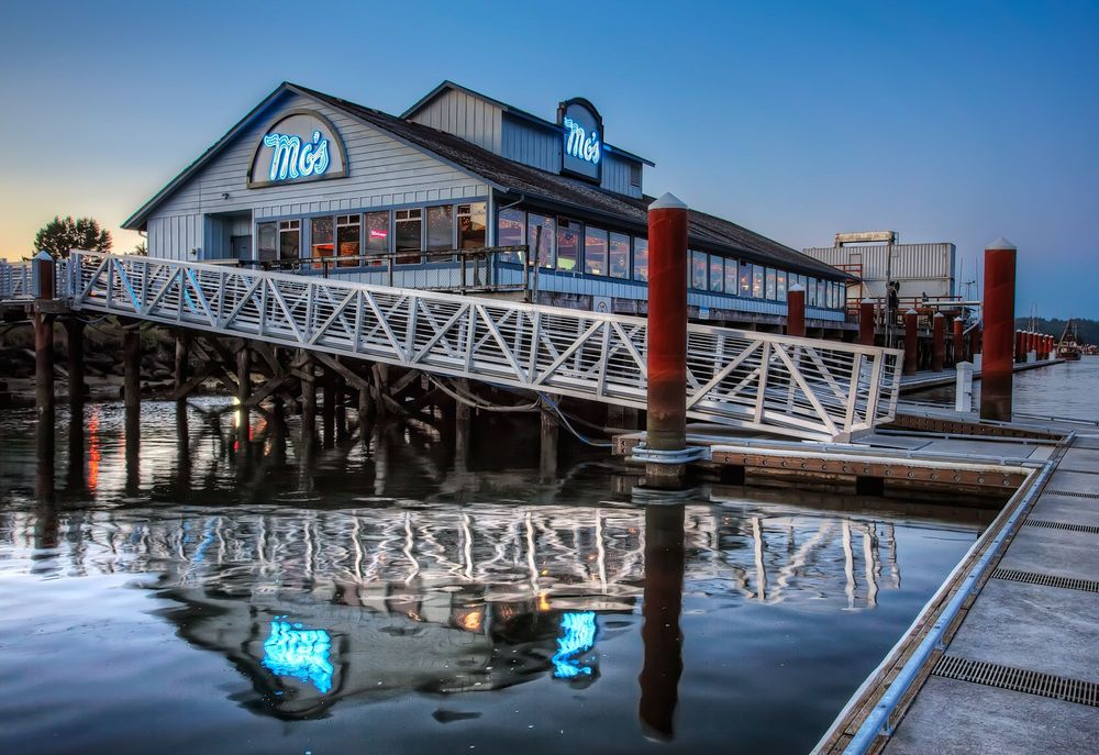 Mo's Seafood & Chowder: 1436 Bay St, Florence, OR