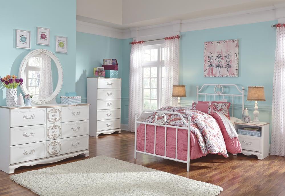 Ashley HomeStore: 11645 E Kellogg Dr, Wichita, KS