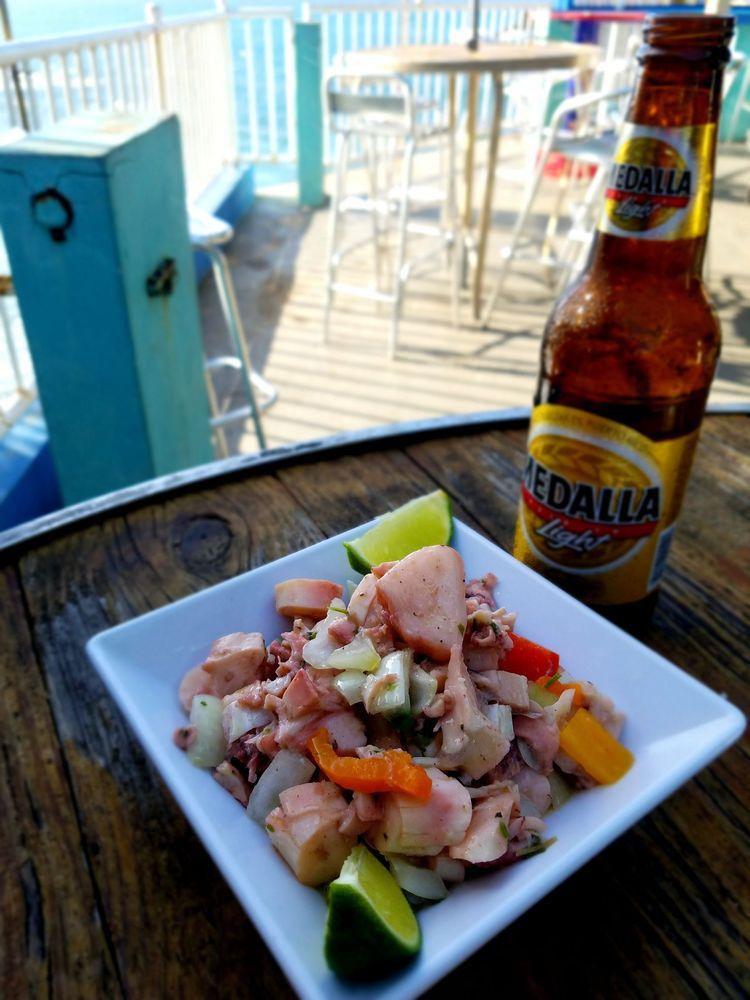 Kikita Beach Bar & Grill: Calle 13 168, Dorado, PR