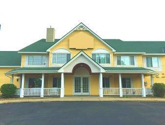Baymont by Wyndham Albany: 820 Shamrock Lane, Albany, MN