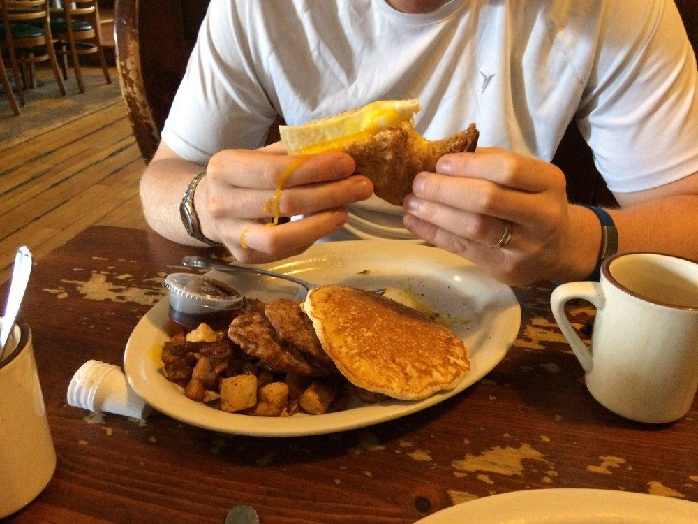 158 Main Restaurant & Bakery: 158 Main St, Jeffersonville, VT