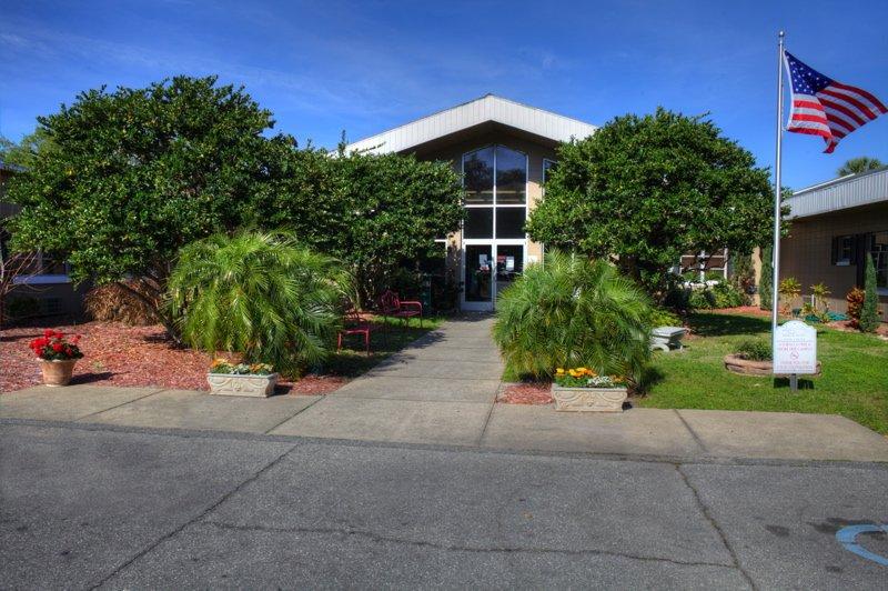 Lake Eustis Health and Rehabilitation Center: 411 W Woodward Ave, Eustis, FL