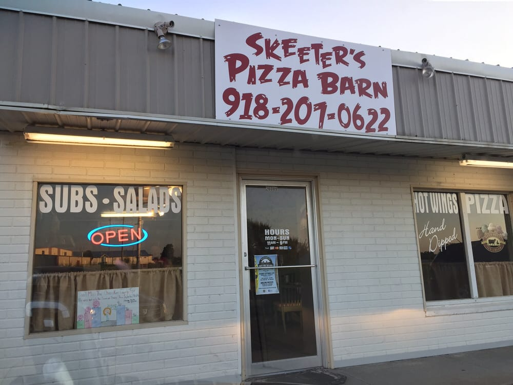 Skeeter's Pizza Barn: 26089 Oklahoma 82, Park Hill, OK