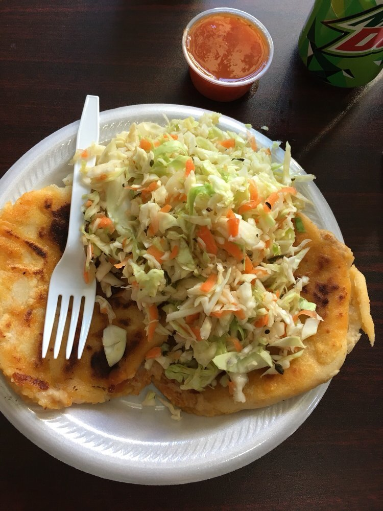 Food from El Roble Restaurant Salvadoreño