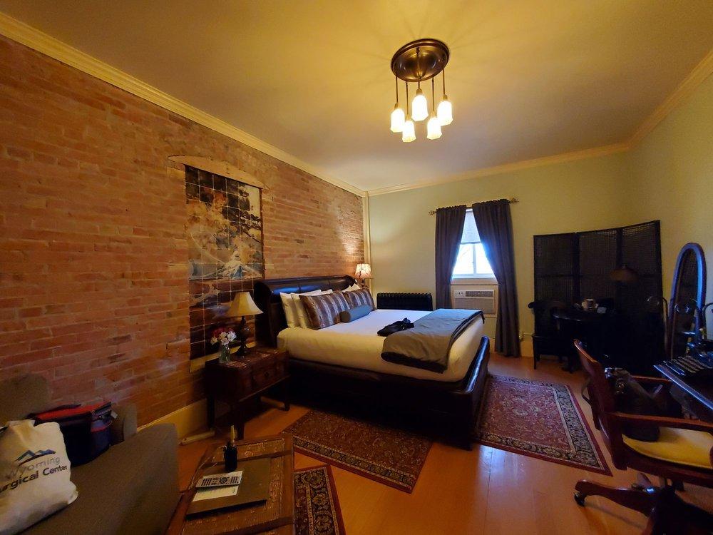 Chamberlin Inn: 1032 12th St, Cody, WY