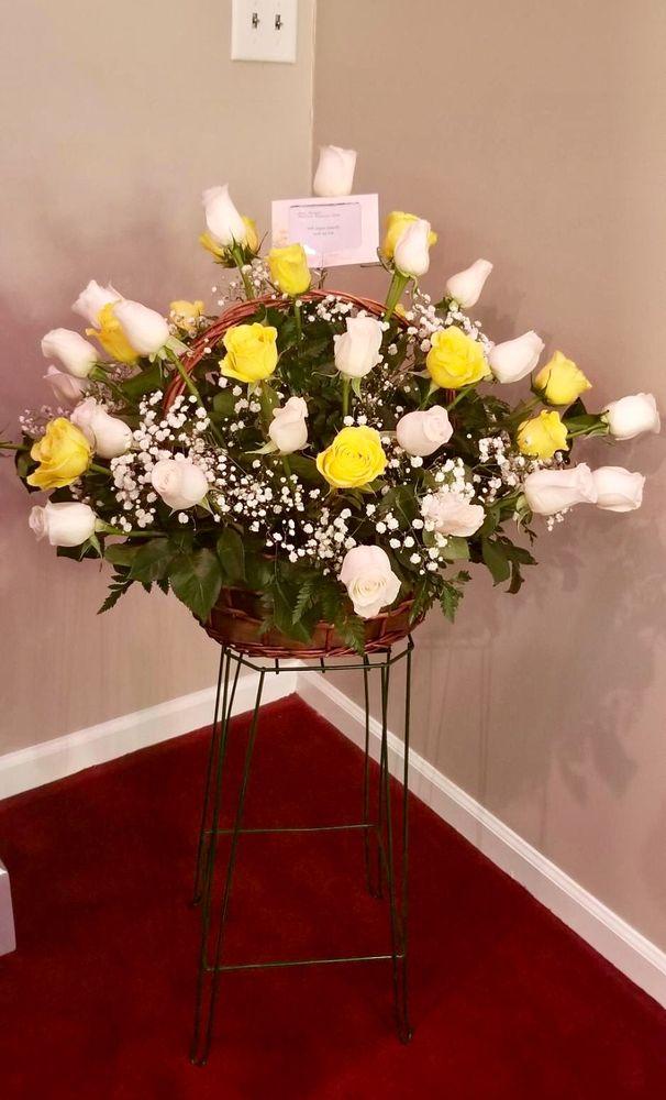 Misty's Florist: 1228 Bluff City Hwy, Bristol, TN