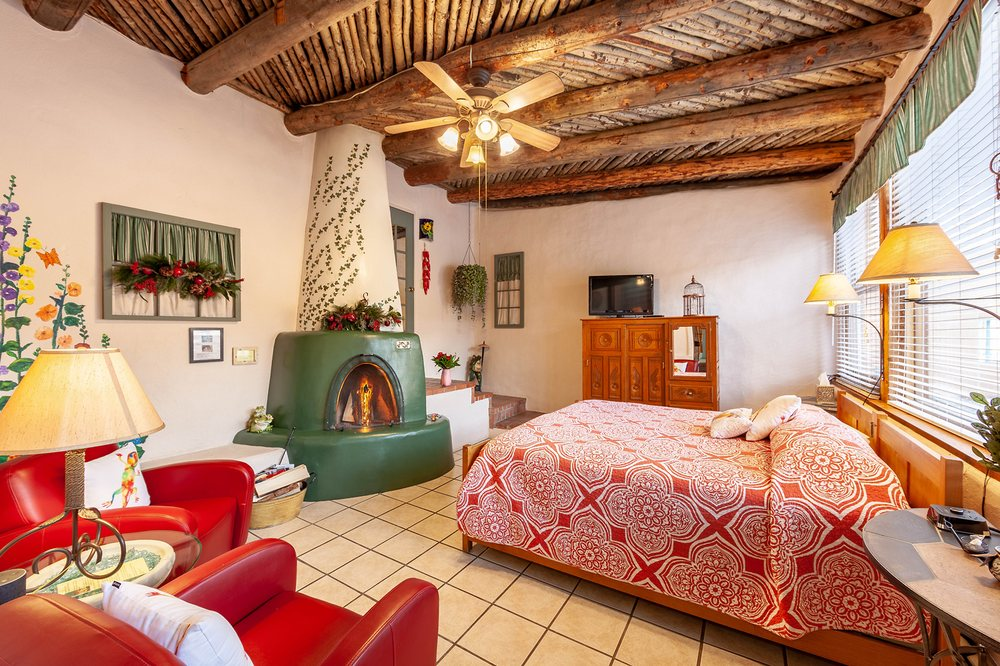 Dreamcatcher Bed & Breakfast: 416 La Lomita Rd, Taos, NM