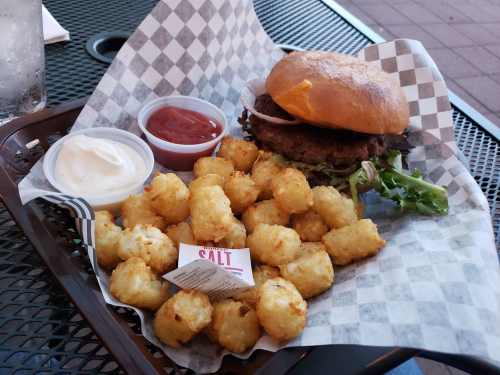 Back Alley Pub and Grill: 1225 Virginia Ave, North Bend, OR