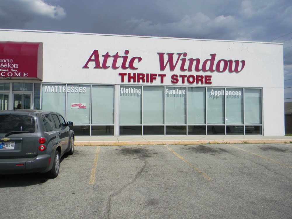 Attic Window: 3400 North Bdwy Ave, Muncie, IN