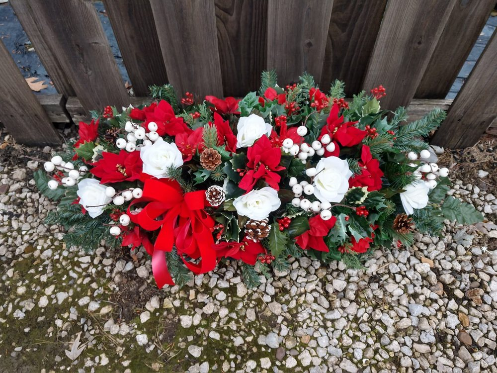 Colwell Flower Shop: 2448 Brightwood Rd SE, New Philadelphia, OH