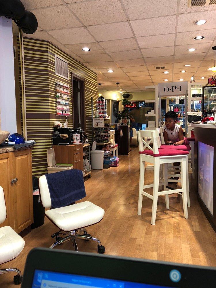 Trend5 Salon: 10 W Main St, Hummelstown, PA