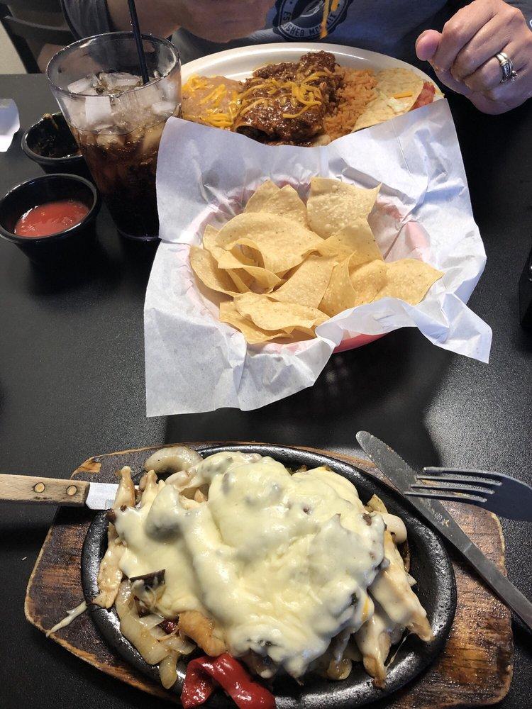 DOS Chiles Grandes: 425 W Rock Island Ave, Boyd, TX