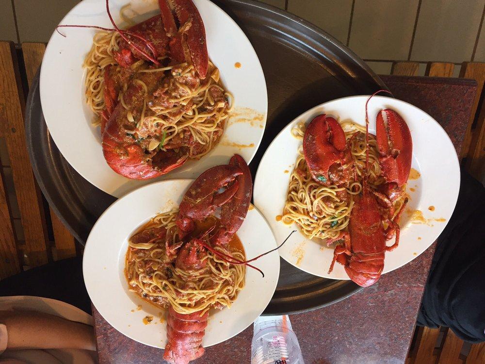 Valentino's Restaurant & Pizzeria: 725 Colonel Ledyard Hwy, Ledyard, CT