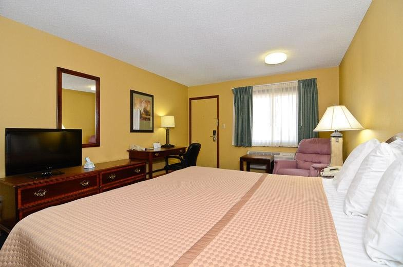 Americas Best Value Inn Iola: 1315 N State St, Iola, KS