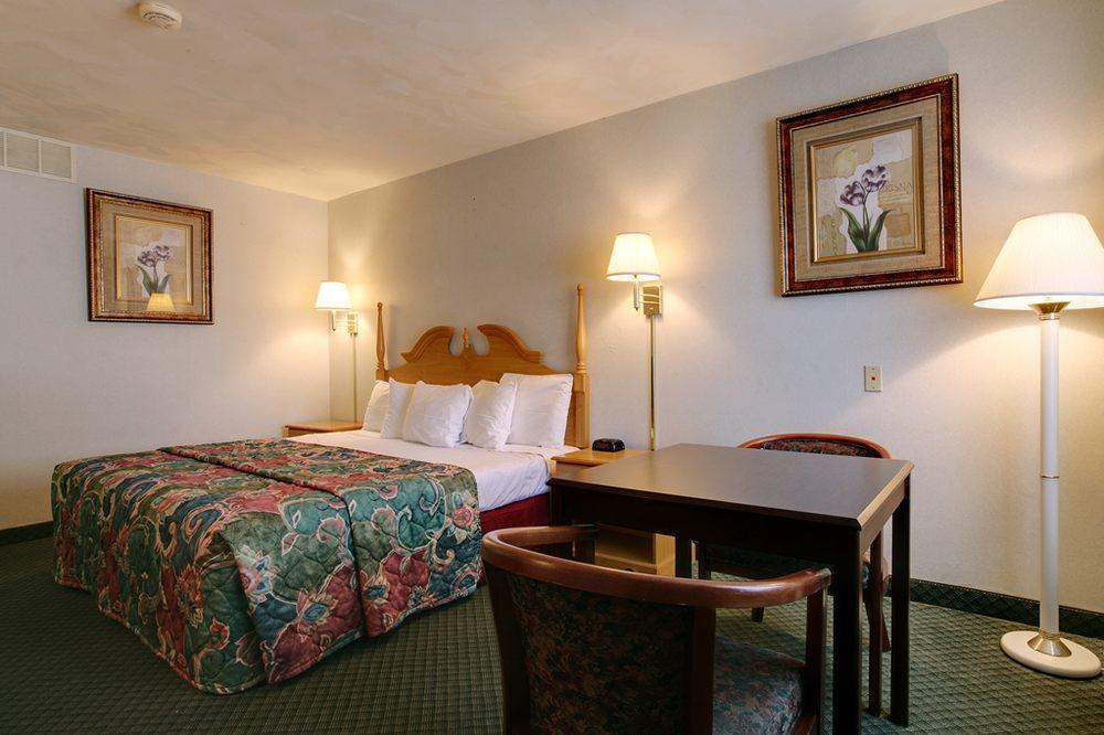 Americas Best Value Inn Uvalde: 701 East Main Street, Uvalde, TX