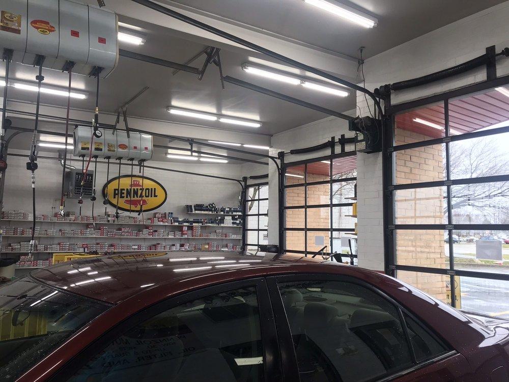 Speed Lube Oil Change Shop: 1345 Koester Dr, Forsyth, IL