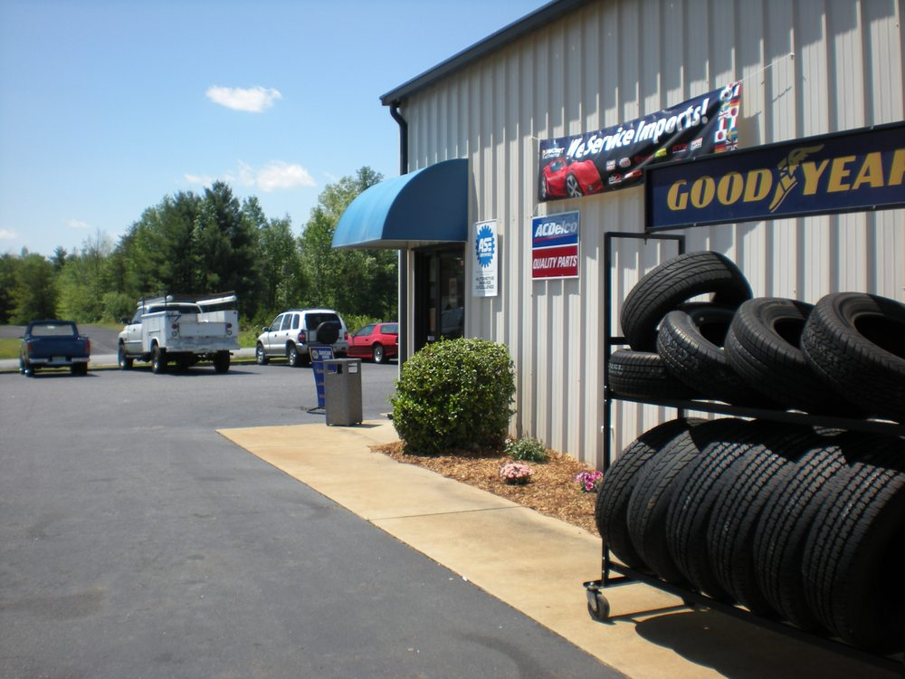 Carey's Auto Shop: 3730 Hickory Blvd, Hudson, NC