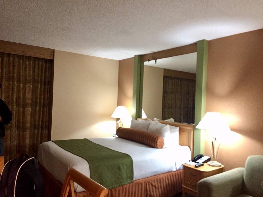 Plaza Resort and Spa - Slideshow Image 1