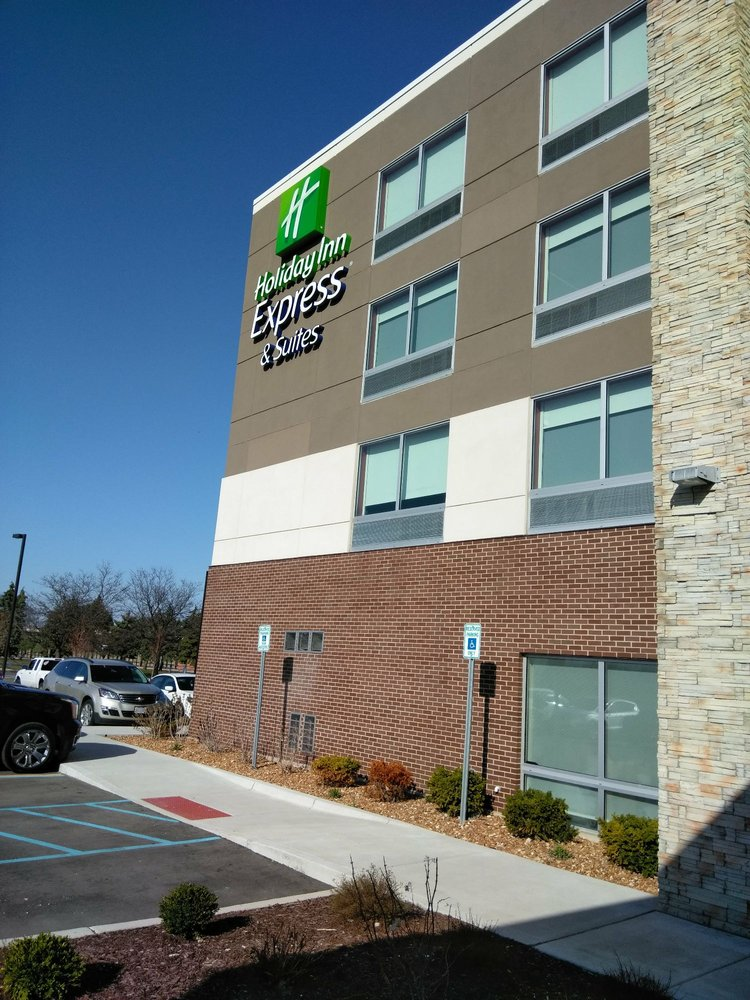 Holiday Inn Express & Suites Southgate - Detroit Area: 13333 Heritage Pl, Southgate, MI