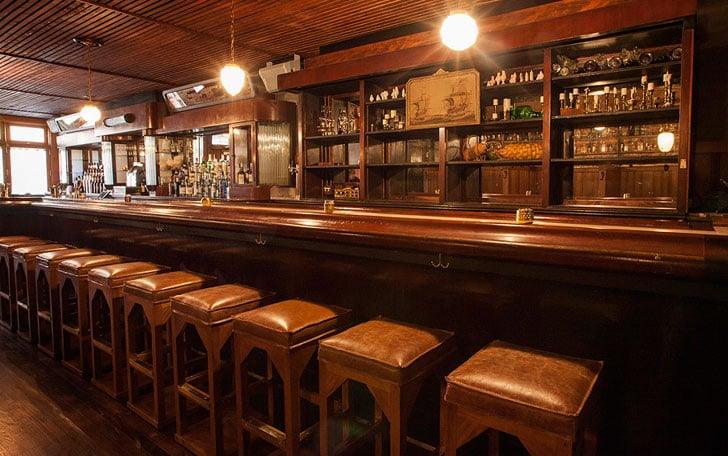 Queen Mary Tavern: 2125 W Division St, Chicago, IL