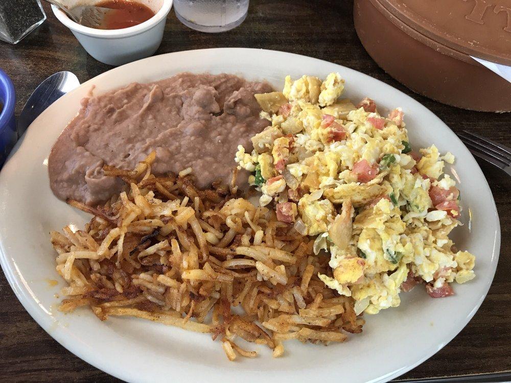 Las Fuentes Mexican Restaurant: 3300 7th St, Bay City, TX