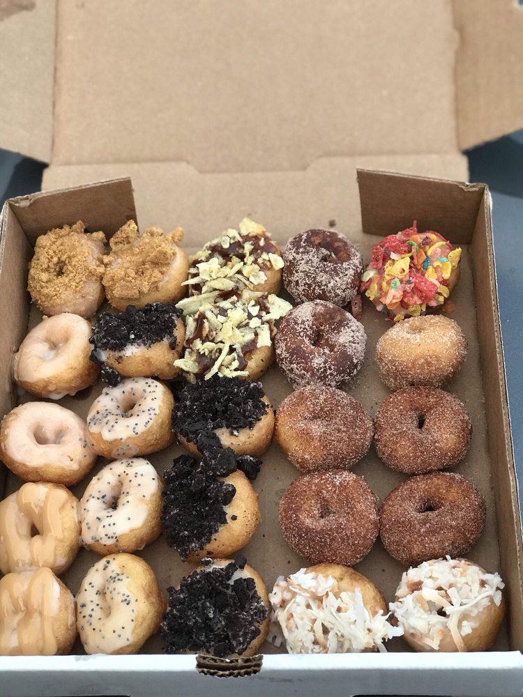 Hole & Corner Donuts: 315 Chestnut St, Berea, KY
