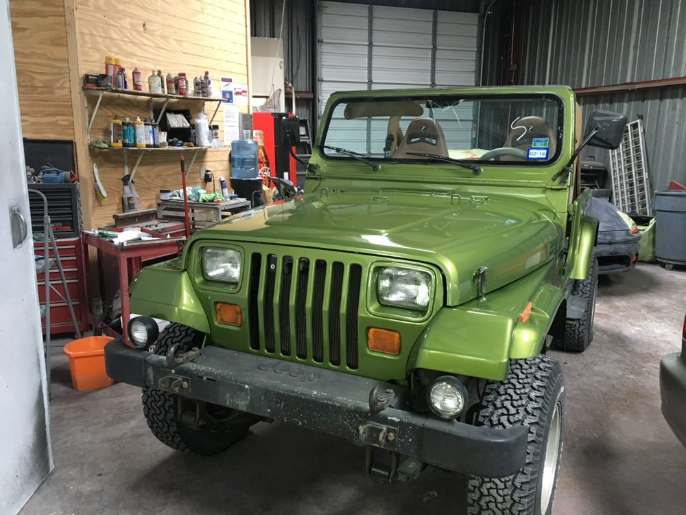 Beautiful green on this 88 jeep wrangler yelp for Econo auto painting austin tx