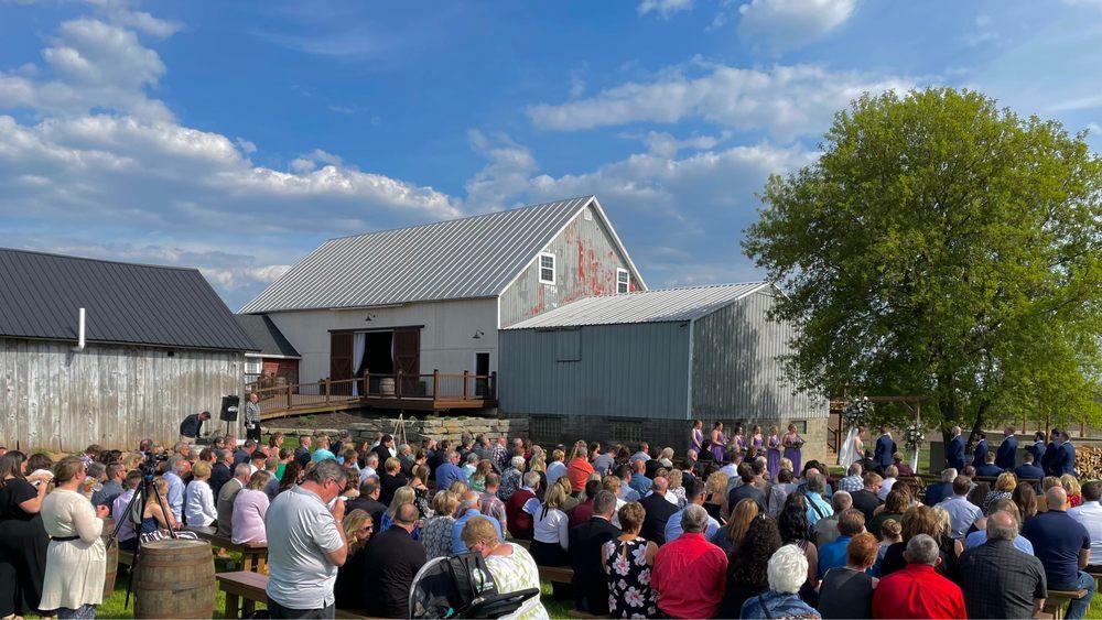 Brindlewood Barn: W3071 Country Rd B, Hilbert, WI