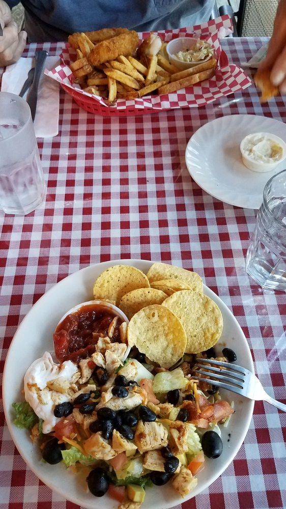 Dayville Cafe: 212 W Franklin Ave, Dayville, OR
