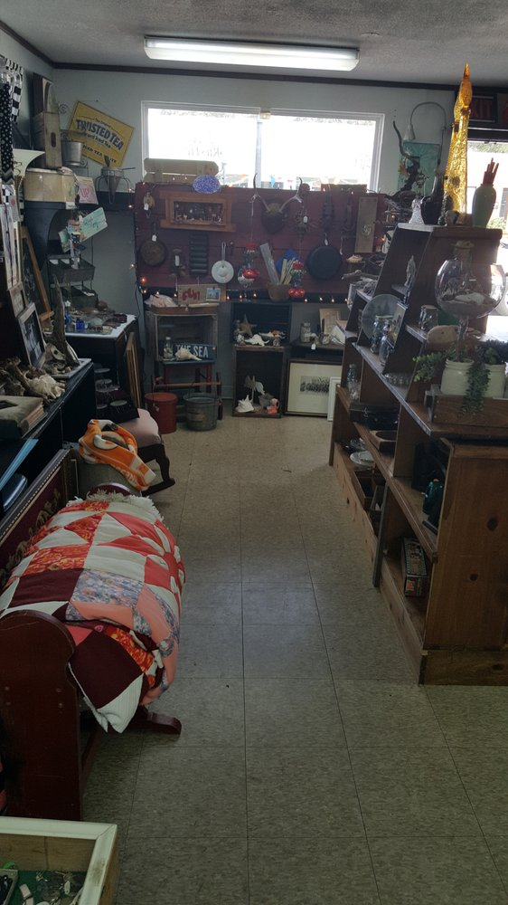 Rustic Orchid Vintage Shop: 145 E Haines Blvd, Lake Alfred, FL