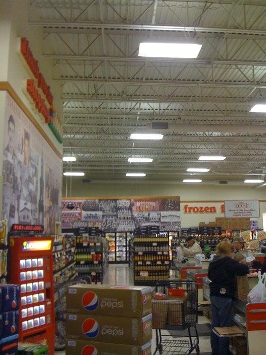 Pat's Foods: 56845 Station Dr, Calumet, MI