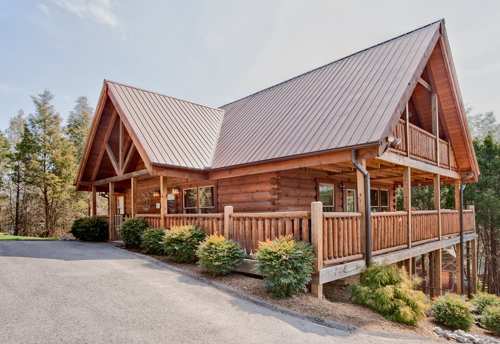 Beautiful cabins in the smoky mountains of pigeon forge for Cabin rentals near smoky mountains