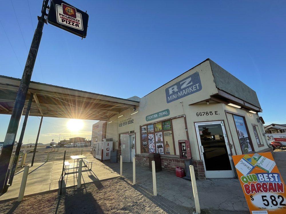 R Z Mini Market: Salome, AZ