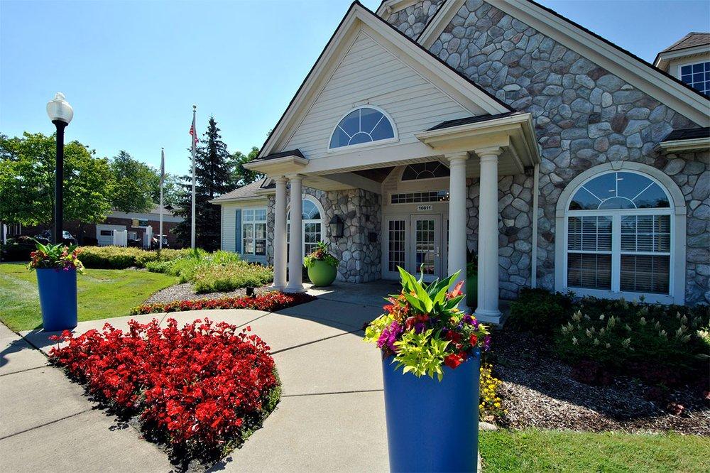 Village Green Townhomes of Oak Park: 10811 W 10 Mile Rd, Oak Park, MI