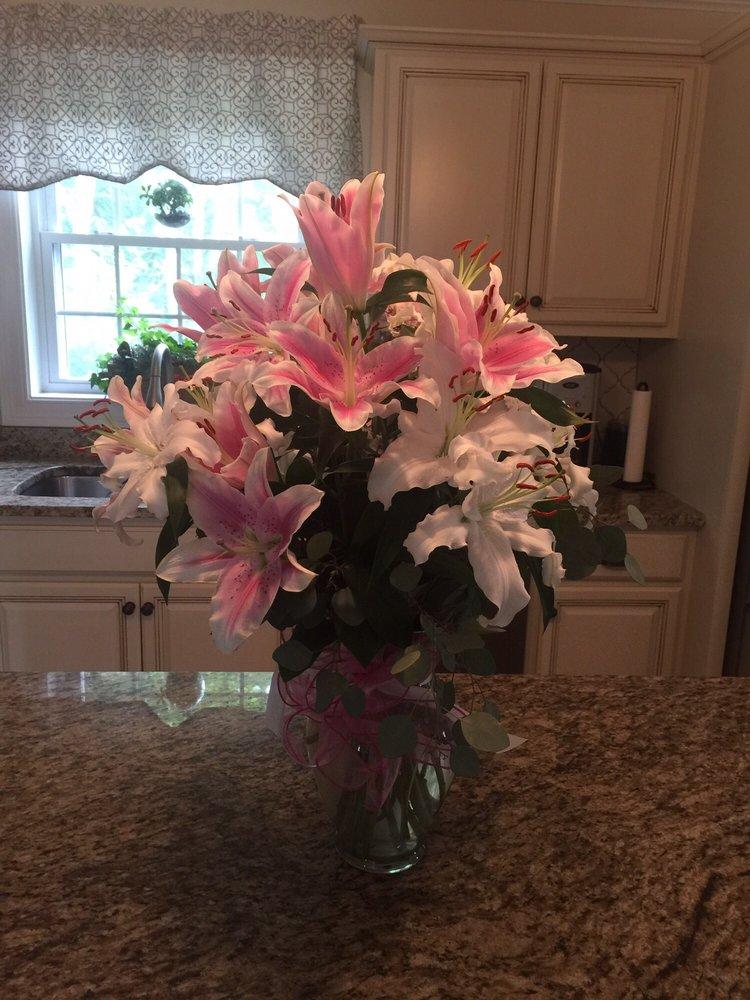 Exquisite Flowers Etc: 70 Bridge St, Pelham, NH