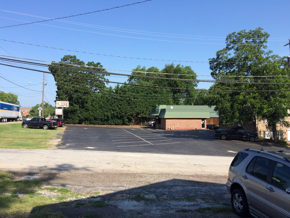 Backstreet BBQ: 290 W Franklin St, Hartwell, GA