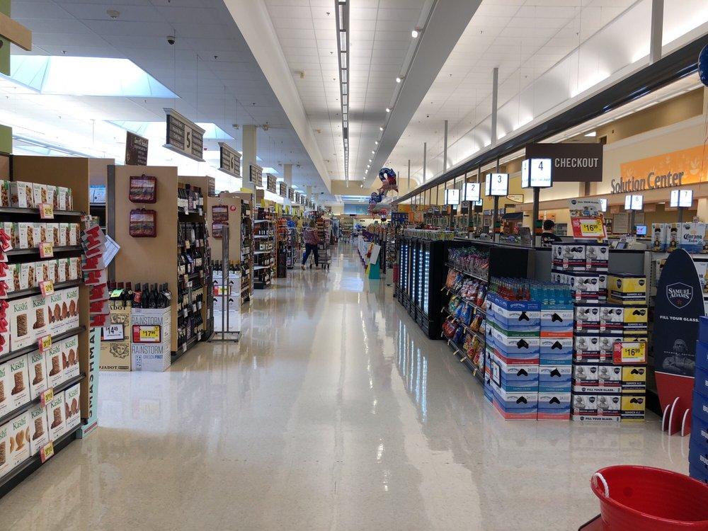 Giant: 5581 Merchants View Sq, Haymarket, VA