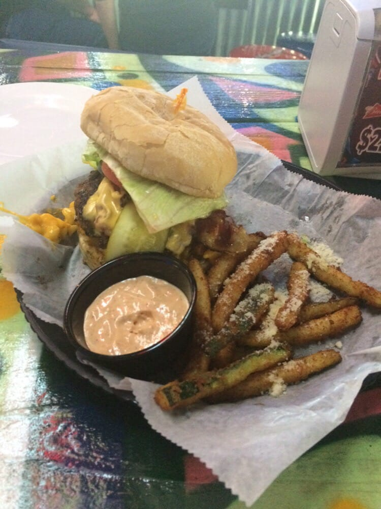 Photo of Graffiti Junktion Winter Springs - Winter Springs, FL, United States. Mac Daddy with Zucchini fries