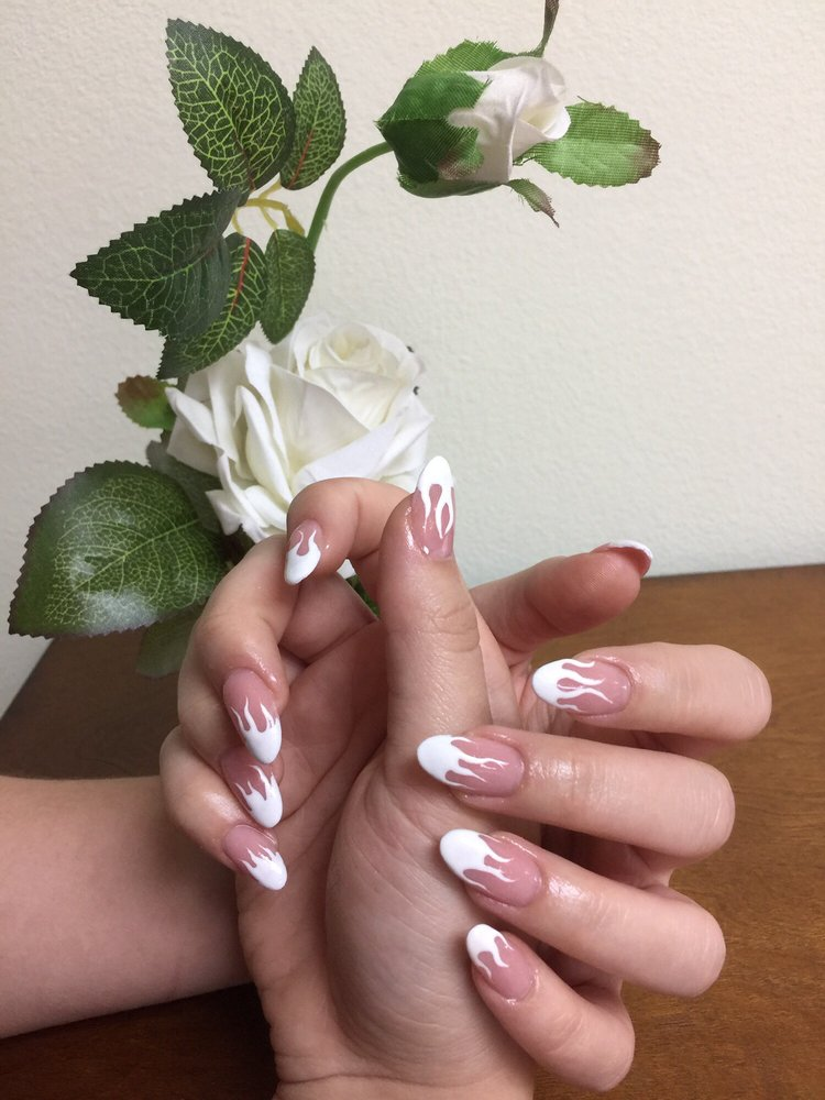 Exactly what I wanted! Sculpture nails with white gel flames