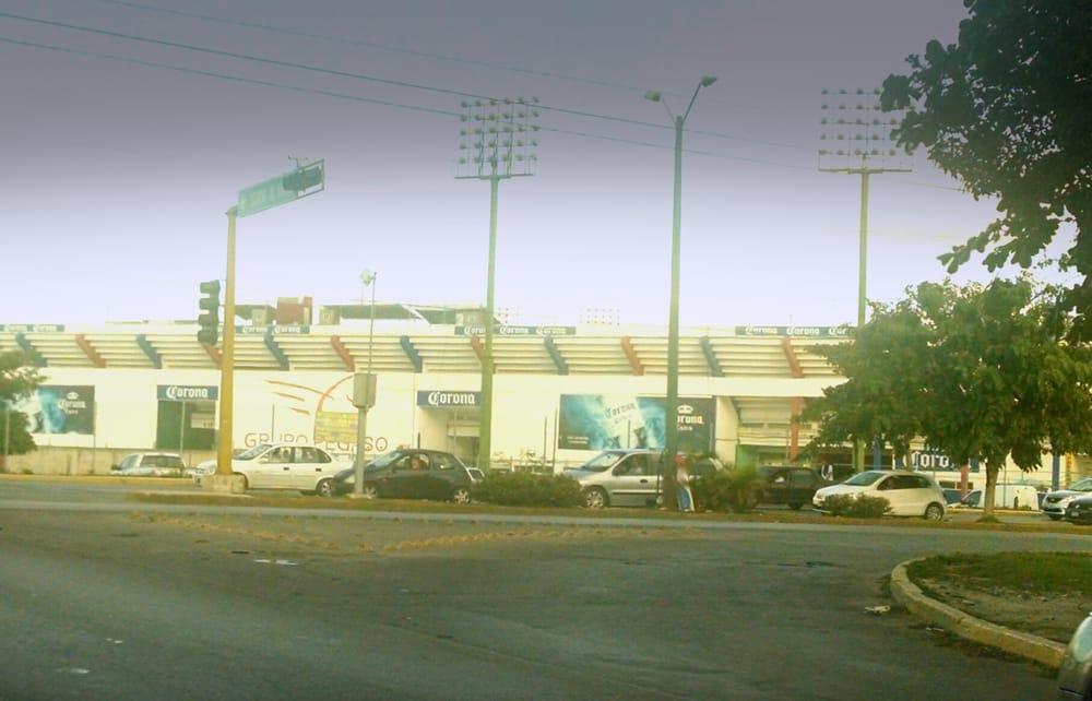 Tianguis de autos de canc n 12 rese as av kabah con for Villas kabah cancun ubicacion