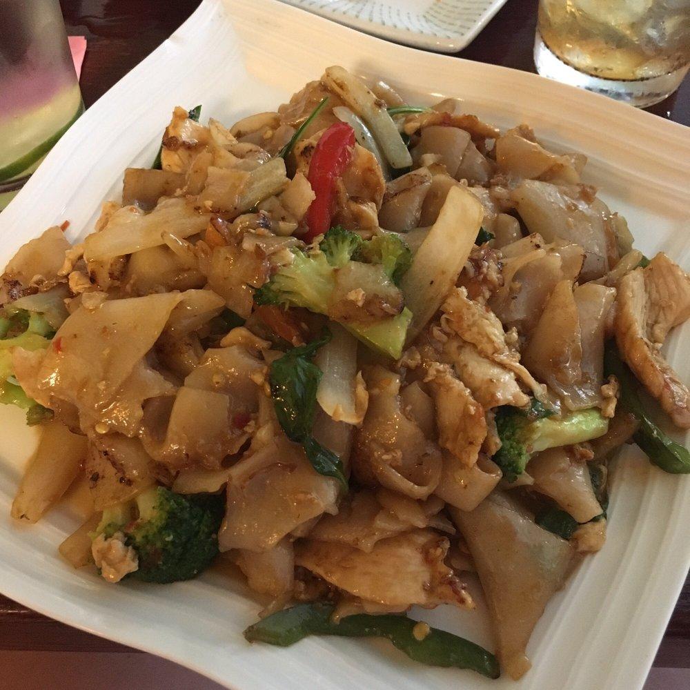 Drunken noodles with chicken yelp for 22 thai cuisine yelp