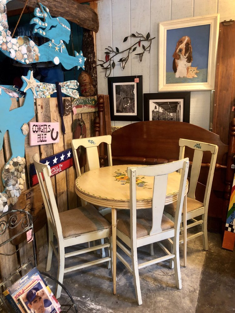 Twisted Sisters Furniture and More: 904 S Florida Ave, Inverness, FL